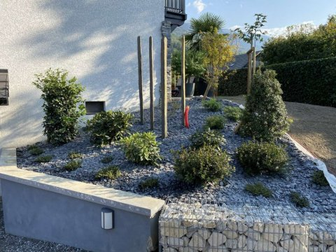 Parcs et Jardins : plantation massif terre de bruyère à Albertville