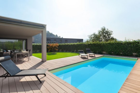Pose et installation de clôture autour d'une piscine