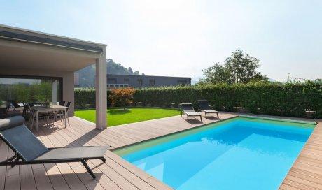 Pose et installation de clôture autour d'une piscine à Courchevel