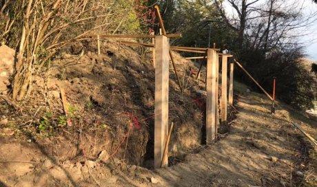 Implantation de retenue de terre en traverse chêne pour créer un cheminement1