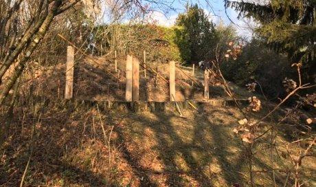 Implantation de retenue de terre en traverse chêne pour créer un cheminement2