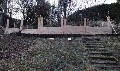 Implantation de retenue de terre en traverse chêne pour créer un cheminement5